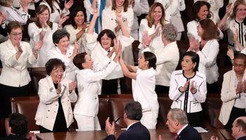 اعتراض جالب زنان دموکرات به ترامپ +تصاویر