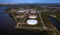 قیمت نفت پس از چالشهای کنگره آمریکا افزایش یافت/ عربستان سعودی تولید نفت خود را کاهش میدهد؟