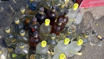 کشف ۱۲۴بطری مشروبات الکلی در فرودگام امام (ره)