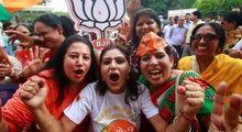شادی هواداران نخست وزیر هند +تصاویر
