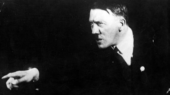 روش عجیب هیتلر برای آمادگی سخنرانیهای بزرگ +تصاویر