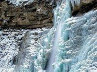نمایی زیبا از آبشار یخزده +عکس