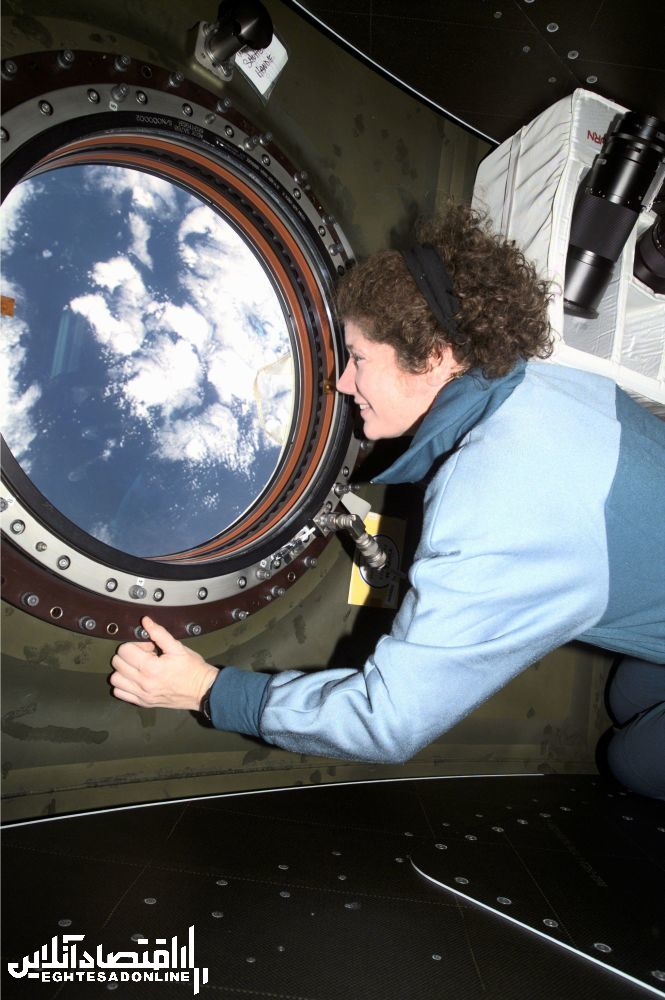 ستاره شناس آمریکایی سوزان هلمس در ایستگاه بین المللی فضایی