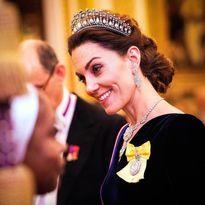 کیت میدلتون با گردنبند قرضی در مهمانی ملکه +عکس