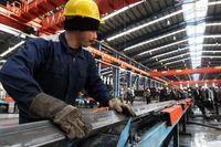کارگران از ترس بیکاری سکوت میکنند