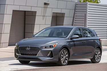 2018-Hyundai-Elantra-GT-front-three-quarter-03