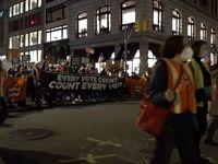 تجمع طرفداران ترامپ و بایدن در مقابل مرکز شمارش آرا در فیلادلفیا