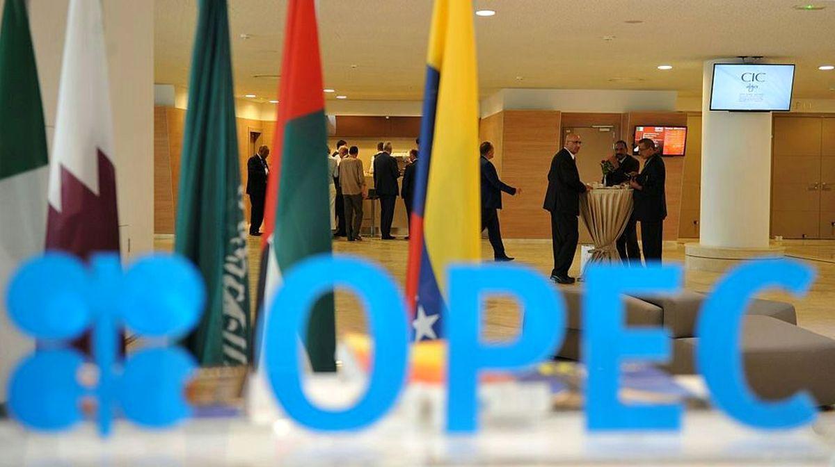 پیشنهاد اوپک برای رهبری روسیه در کنترل بازار نفت/ کاهش قیمت طلای سیاه با انتشار موجودی ذخایر آمریکا