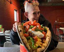 یک زن قهرمان مسابقه همبرگرخوری شد +تصاویر