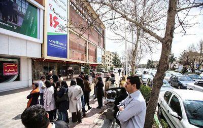 عکس های خروج مردم از ساختمانها در پی وقوع زلزله در مشهد 16 فروردین 96