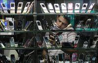 ترفندهای فروشندگان موبایل برای فروش نرمافزار و لوازم جانبی