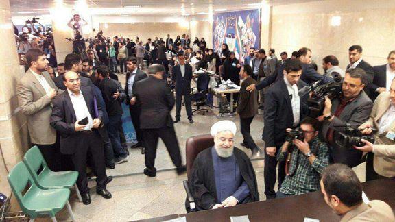 حضور حسن روحانی در وزارتکشور برای ثبتنام در انتخابات +فیلم