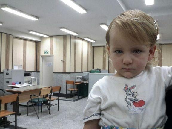 دختر ۳ساله ربودهشده به آغوش خانواده بازگشت +تصاویر