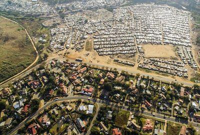 یک خیابان فاصله بین فقیر و غنی +عکس