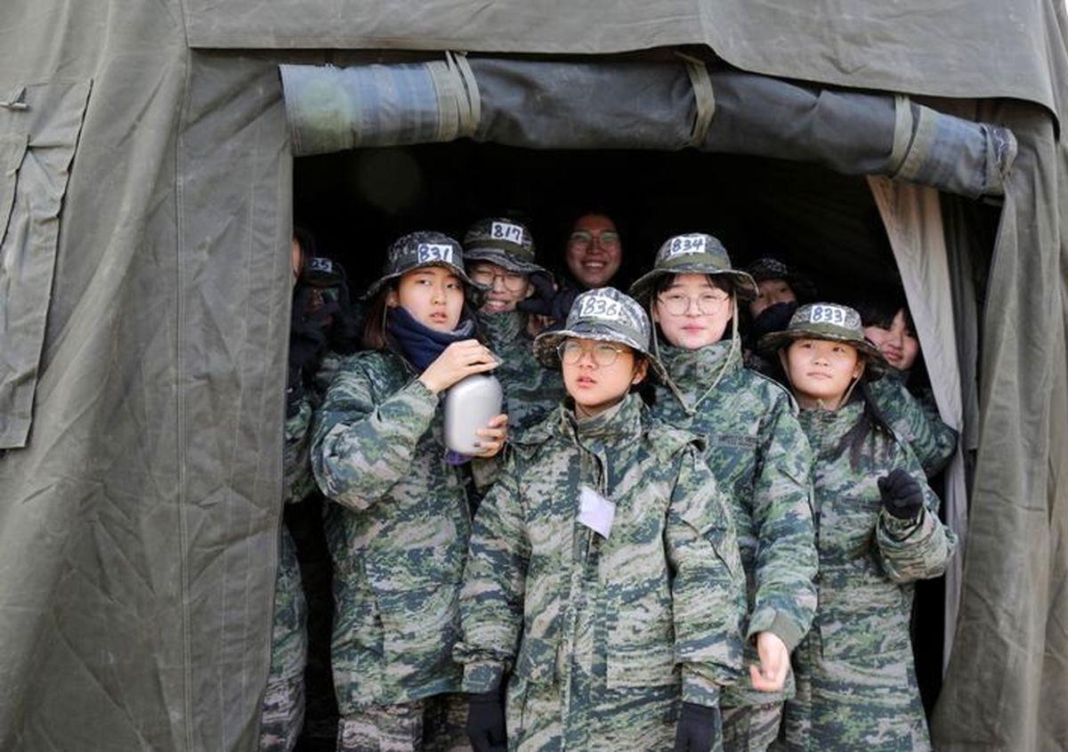 چالش دانش آموزان کره با تفنگداران دریایی +تصاویر