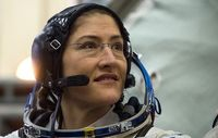 رکورد حضور یک زن در فضا شکسته شد +عکس