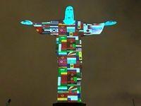 مجسمه مسیح در رنگ پرچم کشورهای درگیر کرونا +عکس