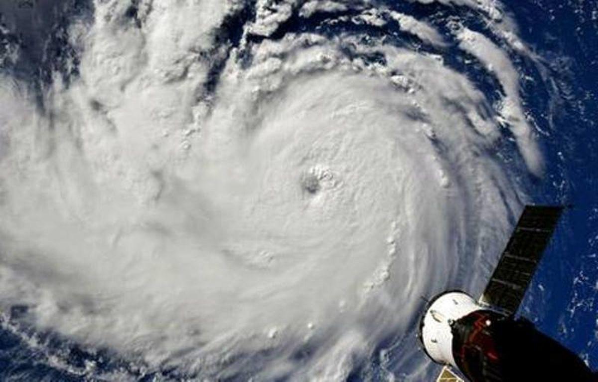 طوفان با سرعت 210 کیلومتر به سمت آمریکا در حرکت است