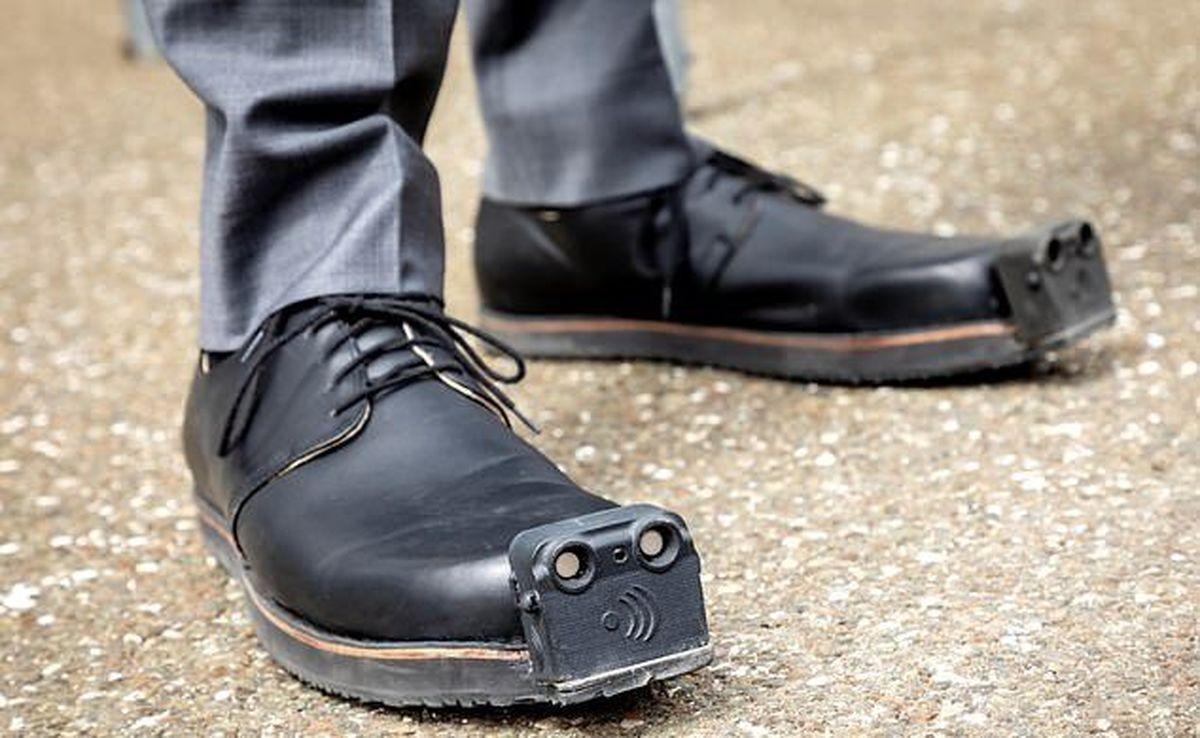 کفش هوشمندی که به کمک نابینایان می آید + عکس