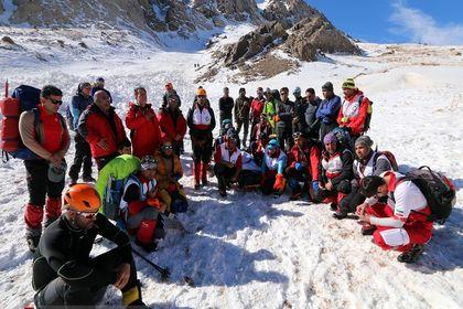 عملیات کشف پیکر آخرین کوهنورد حادثه اشترانکوه +عکس