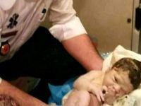 تولد نوزاد پسر در آمبولانس اورژانس