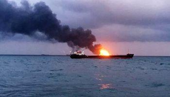 آتش سوزی دو نفتکش در شبه جزیره کریمه/ وضعیت9 تن مشخص نیست.