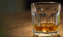 مسمومیت چهار جوان با الکل