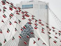 آذین بندی شهر با پرچم مقدس جمهوری اسلامی ایران +تصاویر