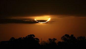 اولین خورشیدگرفتگی کامل امسال را ببینید +تصاویر