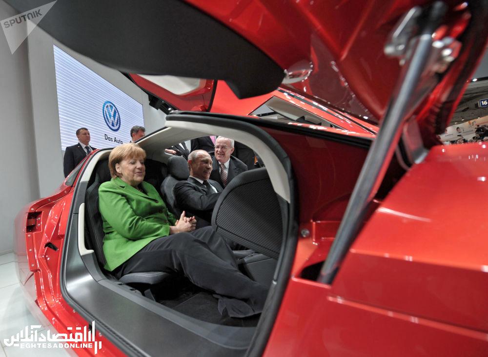 ولادیمیر پوتین، رئیس جمهور روسیه و آنگلا مرکل صدر اعظم آلمان در افتتاحیه نمایشگاه بین المللی هانوور