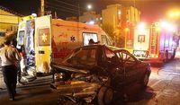 حبس ۳ نفر در اتاقک ویرانشده خودرو +تصاویر