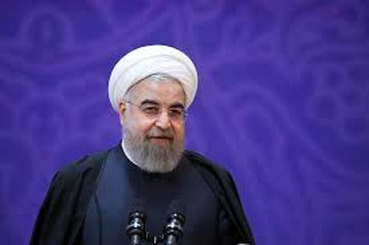 روحانی: انقلاب اسلامی رویدادی بینظیر در تاریخ منطقه و جهان است/ دفاع از شرف ملی و استقلال کشور وظیفه همگانی است