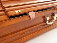 زنده شدن عجیب یک زن در مراسم تشییع جنازه!