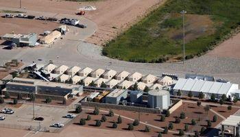 زندانی کردن کودکان مهاجر در کمپهای تگزاس +تصاویر