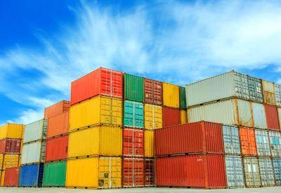 رشد ۶.۵ درصدی صادرات محصولات پتروشیمی و معدنی در سال ۹۶
