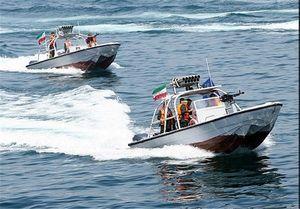 لحظه نزدیک شدن قایق ایرانی به ناو آمریکایی +فیلم