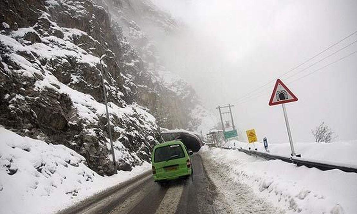 بارش برف و باران شدید در مسیر هراز و فیروزکوه