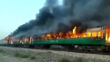 آتش گرفتن قطار در پاکستان با 65کشته