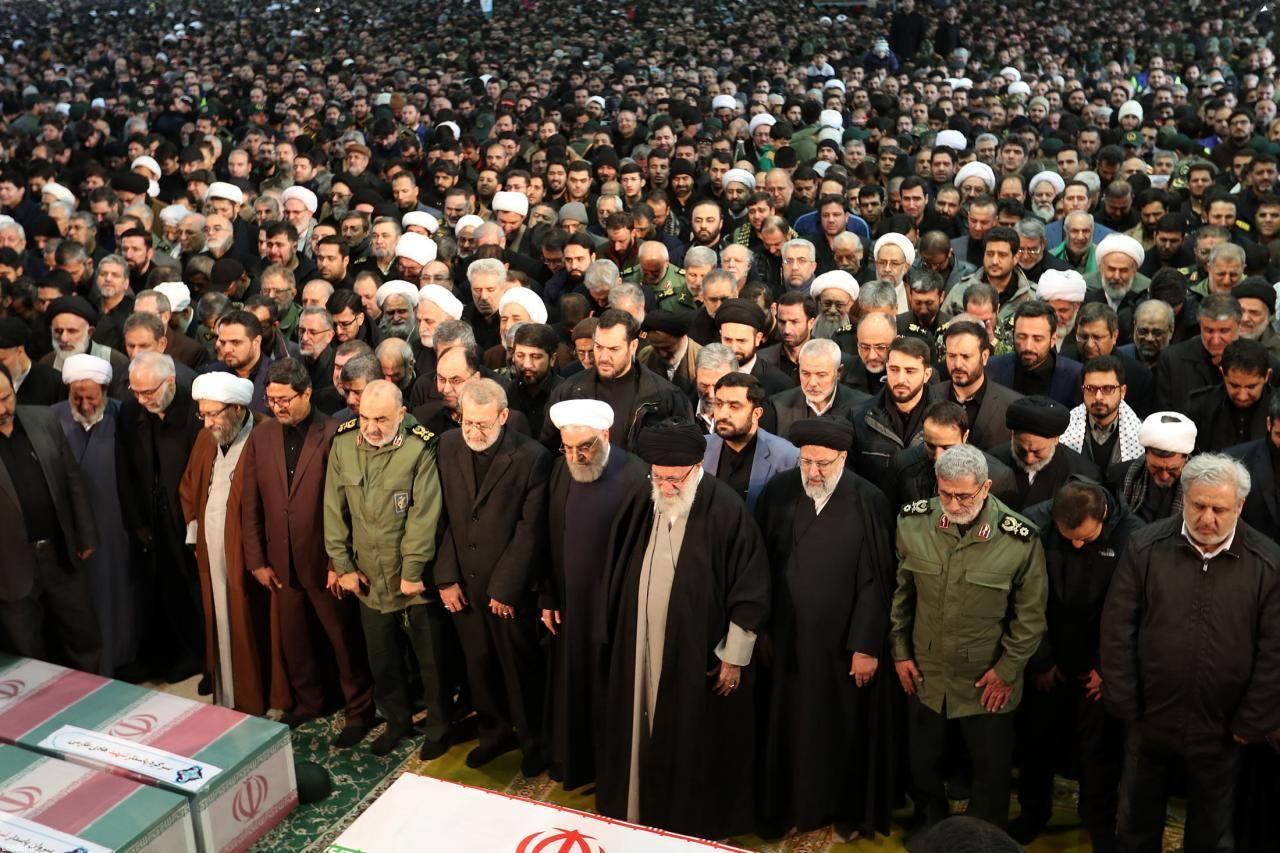 اقامه نماز بر پیکر سپهبد سلیمانی
