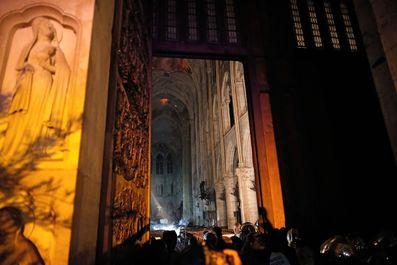 نگاهی به داخل کلیسای نوتردام پس از آتشسوزی