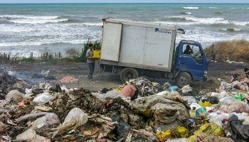 دریای زباله در ساحل خزر +تصاویر