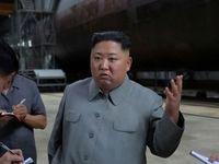 بازدید رهبر کره شمالی از زیردریایی غولپیکر بومی +عکس