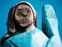 مجسمهای عجیب از همسر ترامپ! +عکس