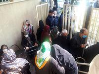صف طویل سالمندان در مقابل خانه های بهداشت!