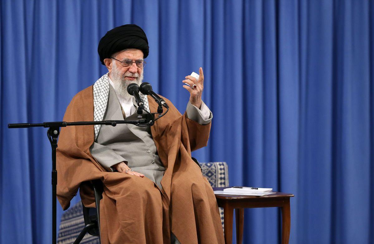 رهبر انقلاب جانباختن جمعی از هممیهنان در کرمان و تهران را تسلیت گفتند