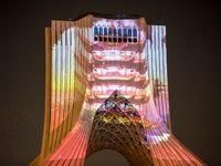 اکران تصاویر نماد همدردی با چین بر برج آزادی