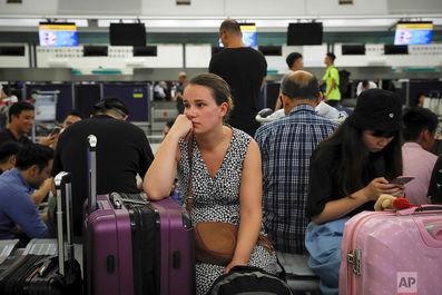تعطیلی فرودگاه هنگ کنگ به روایت تصویر