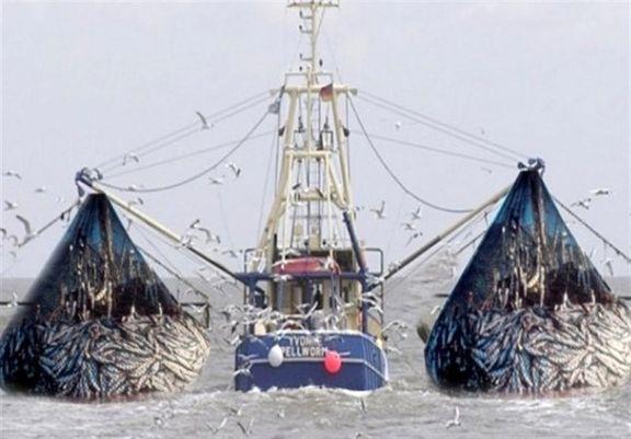 توقیف دو فروند کشتی صیادی متخلف در آبهای جاسک