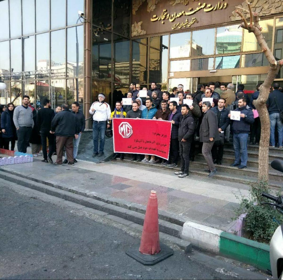 اعتراض جمعی از حواله داران شرکت صنعت خودرو آذربایجان