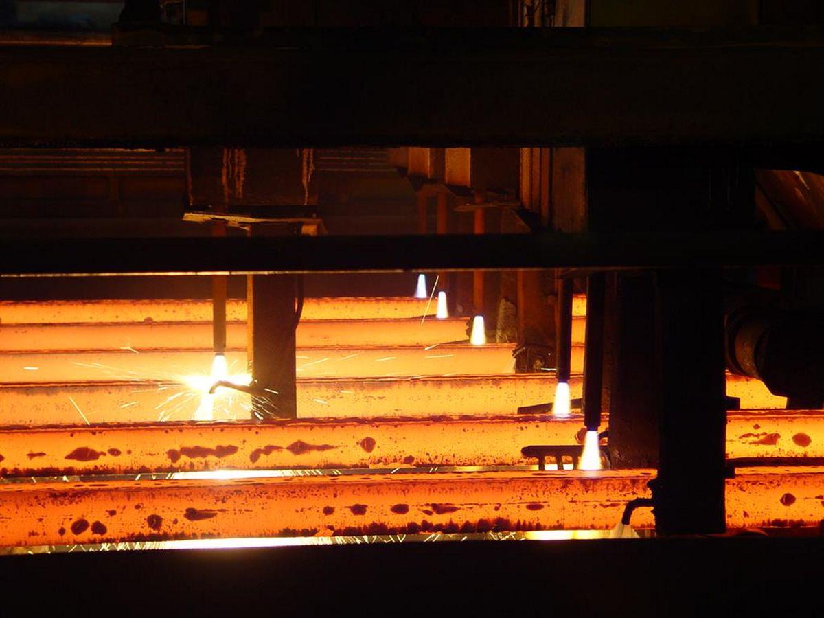 رکورد ماهیانه ۷۰۰هزار تن در ناحیه فولادسازی؛ عزم فولاد مردان برای مانعزدایی تولید